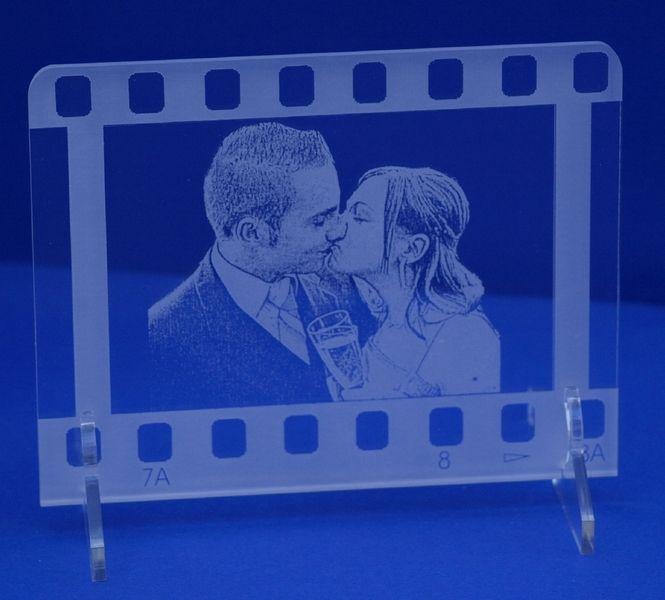 Foto+auf+Acrylglas+graviert++Filmstreifendesign+von+Laser-Fantasy+Gravurshop+auf+DaWanda.com
