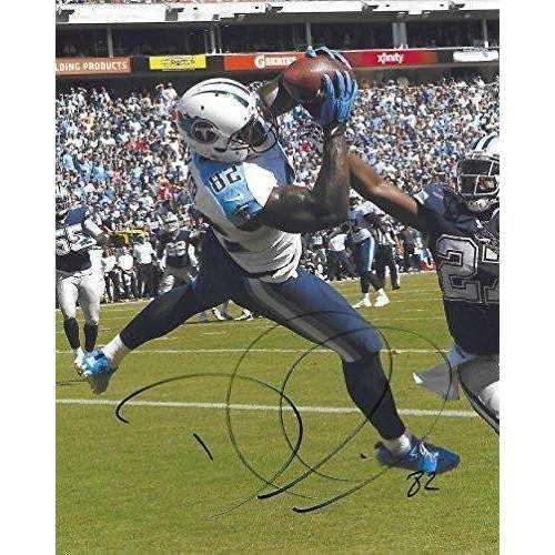Delanie Walker Tennessee Titans, Signed, Autographed, 8x10 Photo, a COA with the Proof Photo of Delanie Signing Will Be Included.