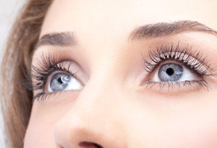Le contour de l'oeil est une zone fragile sujette à de nombreuses sensibilités et allergies. Utiliser les produits adaptés, c'est garantir à sa peau bien-être, santé et beauté. #eyes #blue #beauty