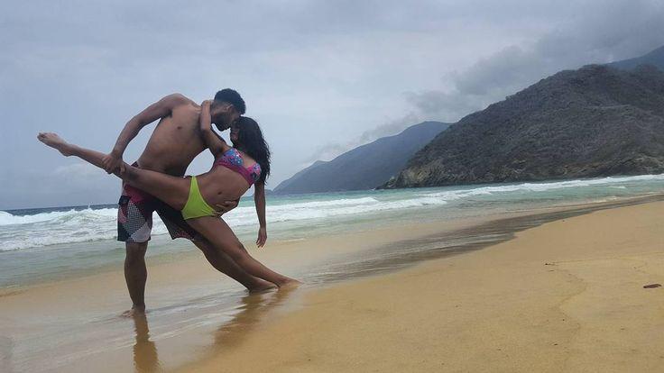 Vive Intensamente haciendo lo que realmente  nace de tu corazón  #TBT with @claurismgc20 & @omarperdomisky #Danza #arte #baile #bailarines #dancers #inspiracion #fotodeldia #instalike #Venezuela #TMEscueladeBaile by teammastter