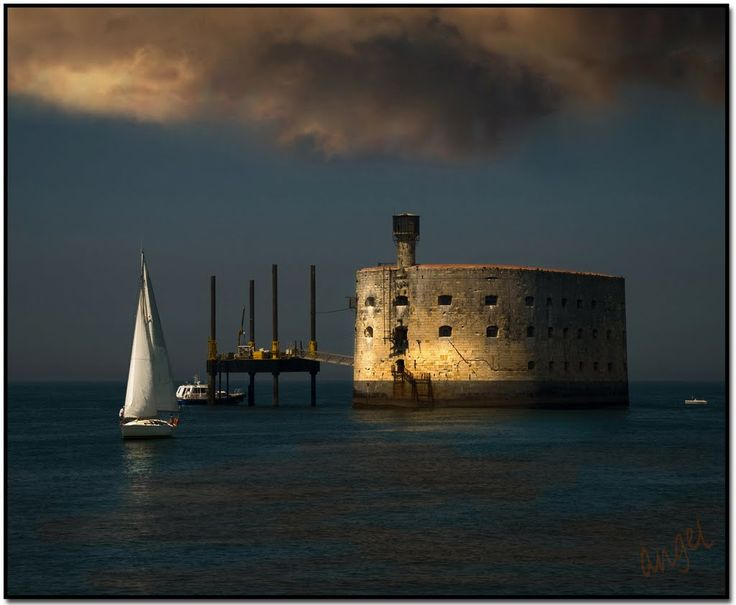 Le Fort Boyard...site incontournable de la Charente-Maritime   Pays Rochefort-Océan Charente-Maritime Tourisme #charentemaritime   #FortBoyard   #tourisme
