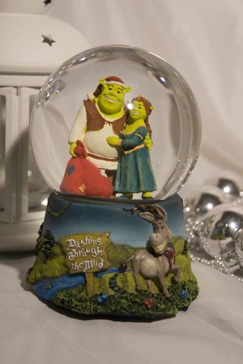 Shrek and Fiona Christmas Snow Globe   Globes, Snow and ...