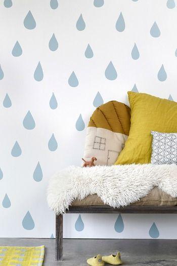 Легко номера наклеены наклейки стены.  Потому что даже простой кожурой, вы можете также мотив дождя украсить без колебаний.  Здесь большие капли дождя стикер стены.  Даже только в одном месте, даже вся стена может быть изменен, как вставить в ваш любимый ☆