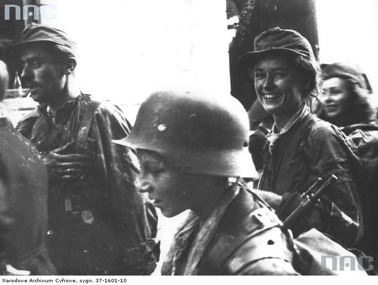 Polish volunteer soldiers during the Warsaw Uprising, Warsaw, Poland, 1944 [800x603] - Imgur