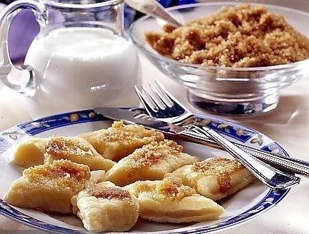 Ecco la  ricetta dei  pierogi o pirogi, un piatto tipico della cucina polacca,  si tratta di ravioloni che possono essere riempiti in tanti modi, sia dolci che salati