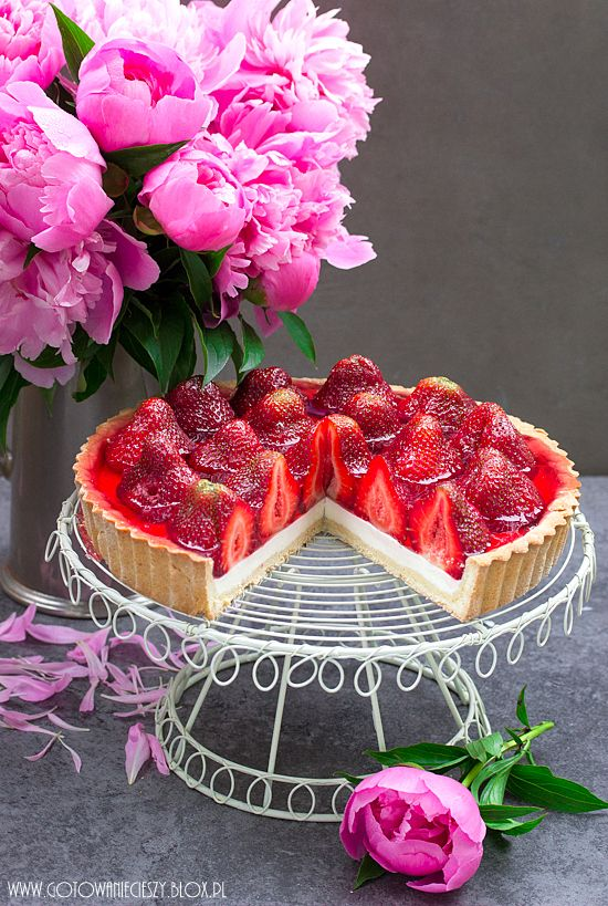 Strawberry Panna Cotta Tart. Sorry, the recipe is in Polish.