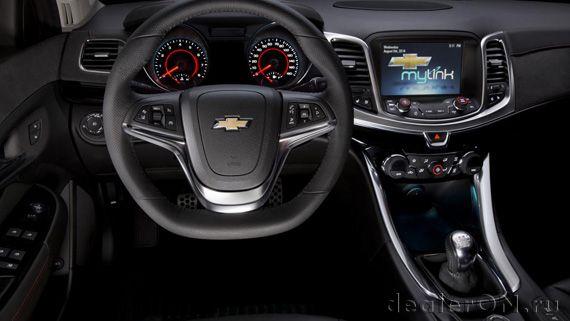 Гоночный руль производительного седана Chevrolet SS 2015 / Шевроле SS 2015