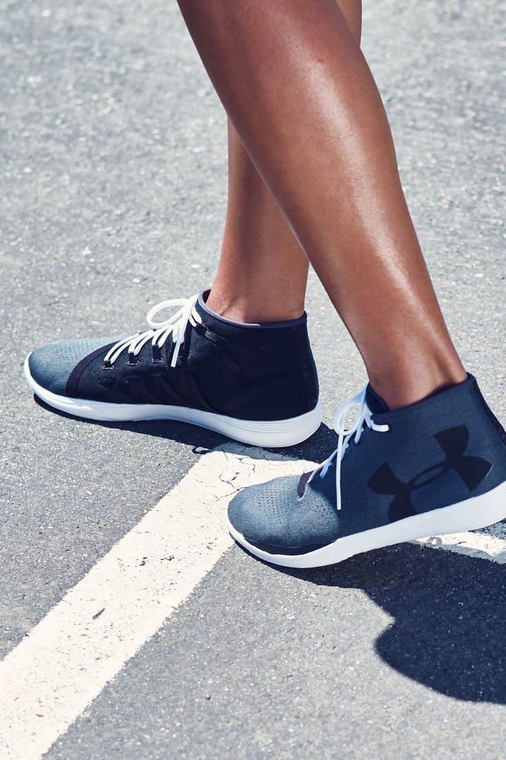 From gym to street, the Under Armour Precision lifestyle shoes are what you need. Light and flexible with a contoured fit for a sleek & sporty feel