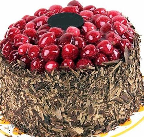 Güzel tarifi evinizde sunmak ister misiniz ? Cevabınız evetse, artık misafirlerinize özel olarak sunabileceğimiz Çikolatalı Vişneli Pastaya sahip olacaksınız.