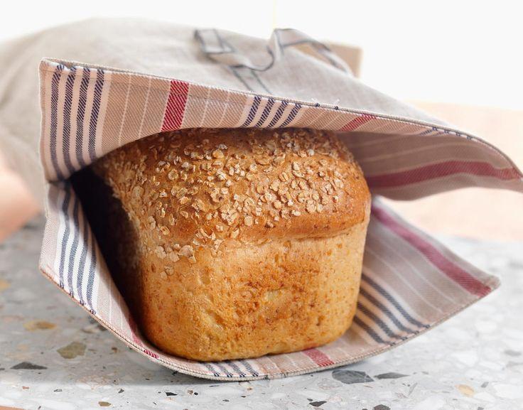 Havrebrød er sunt og metter godt. Få ting slår dessuten hjemmelaget brød, i hvert fall når det er så enkelt å lage som med denne oppskriften. Oppskriften gir to brød. Kilde: Opplysningskontoret for brød og korn.