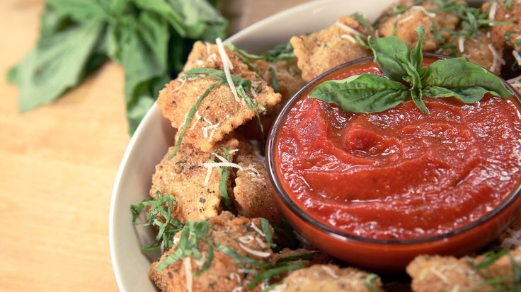 Get the Dish: Olive Garden's Toasted Ravioli: Olive Garden has given us many delicious gems over the years: unlimited breadsticks, comforting lasagna, and perhaps our very favorite, toasted miniravioli!