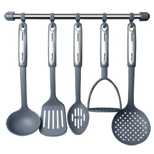 Набор кухонных приборов с поварешкой и картофеледавилкой. Лучше деревянные.