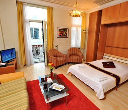 In het hart van de Europese wijk: 31 gezellige flats en appartementen met aparte slaapkamers tussen 28m2 en 90m2. Geniet van uw verblijf in een comfortabele en vriendelijke atmosfeer.