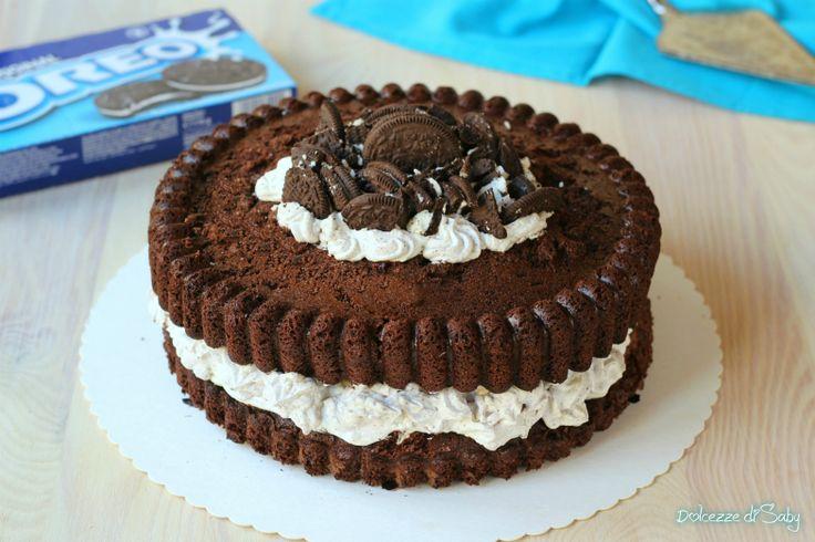 La Torta Oreo é un dolce morbido e goloso che somiglia per forma e sapore al famoso biscotto nero. Semplicissima da preparare anche senza stampo cookie.