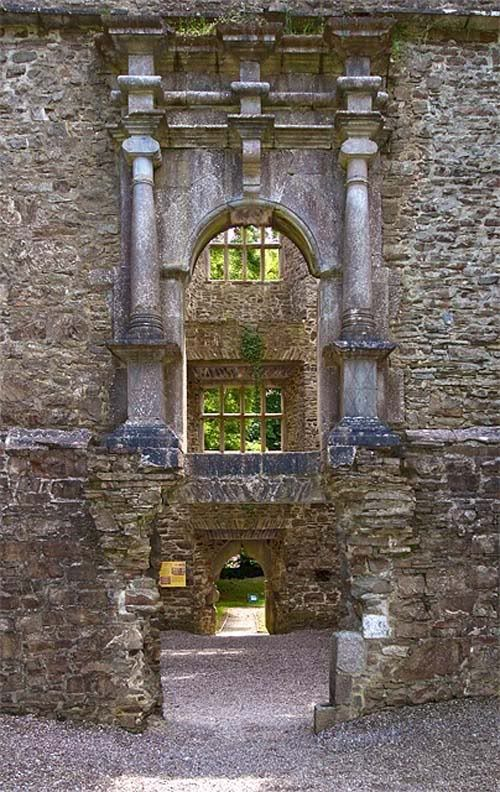 Kanturk Castle, near Ceann Toirc, County Cork, Ireland. Building began around 1609. www.Britainirelandcastles.com