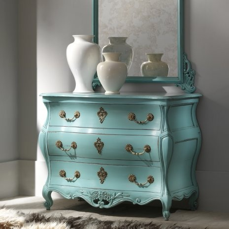 pretty blue...reminds me of my sister, this can be her guest room in my future home