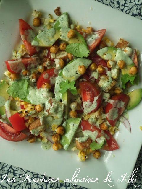 Les Aventures culinaires de Kiki: Salade de tomates, d'avocats et de maïs, pois chiches épicés grillés, croûtons à l'ail, vinaigrette crémeuse à la coriandre