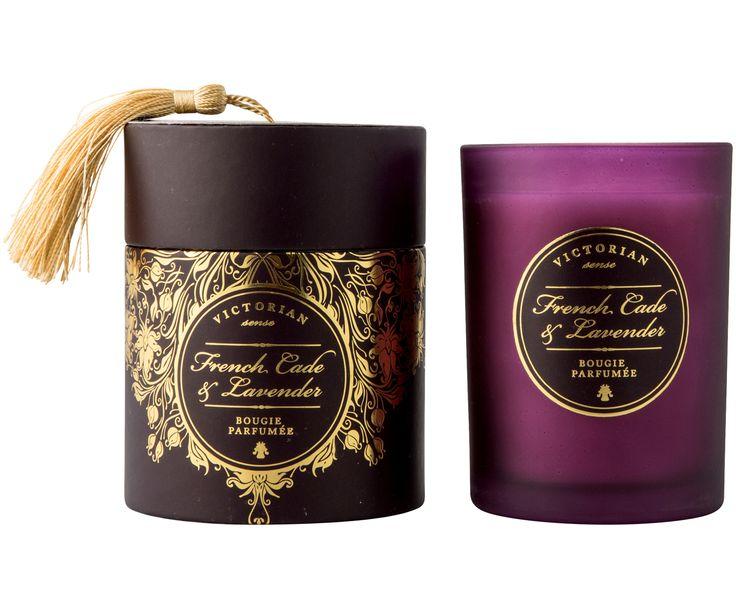 Verwöhnen Sie Ihre Sinne mit Duftkerze Sense mit einer natürlichen Note aus Zedernwacholder und Lavendel. Entdecken Sie weitere Produkte für angenehmen Duft von VICTORIAN bei >> WestwingNow.