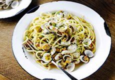 Probieren Sie die authentischen Gerichte aus frischen, saisonalen Produkten im ersten schwimmenden Restaurant von Jamie Oliver