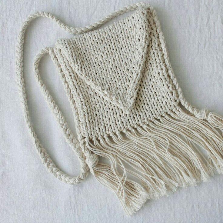 Handknitted Summer Bag with Fringes Bohemian Style / Handgestrickte Sommer Tasche mit Fransen Bohemien Style