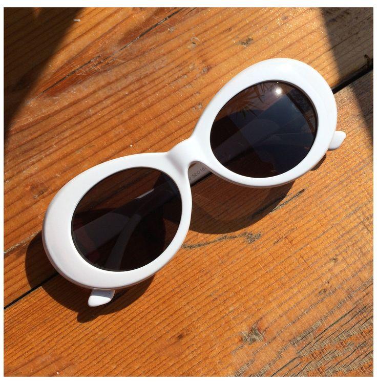 White Sunglasses, Sunglasses Shop, Retro Sunglasses, Cat Eye Sunglasses, Sunglasses Women, Funny Sunglasses, Kurt Cobain Style, Cute Glasses, Fashion Eye Glasses