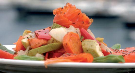 Yeşillikli Füme Somon Salata Tarifi | Yemek Tarifleri