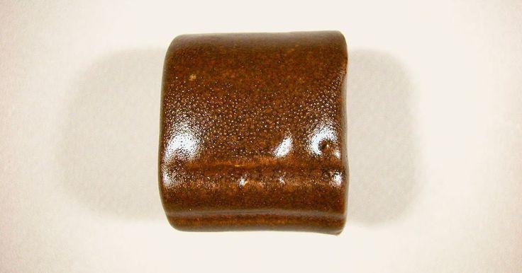 neph. syénite 65 dolomie 7 ox. de zinc 4 carb. calcium 5 china clay 7 silice 10 bentonite 2 fer rouge 10  cône 6