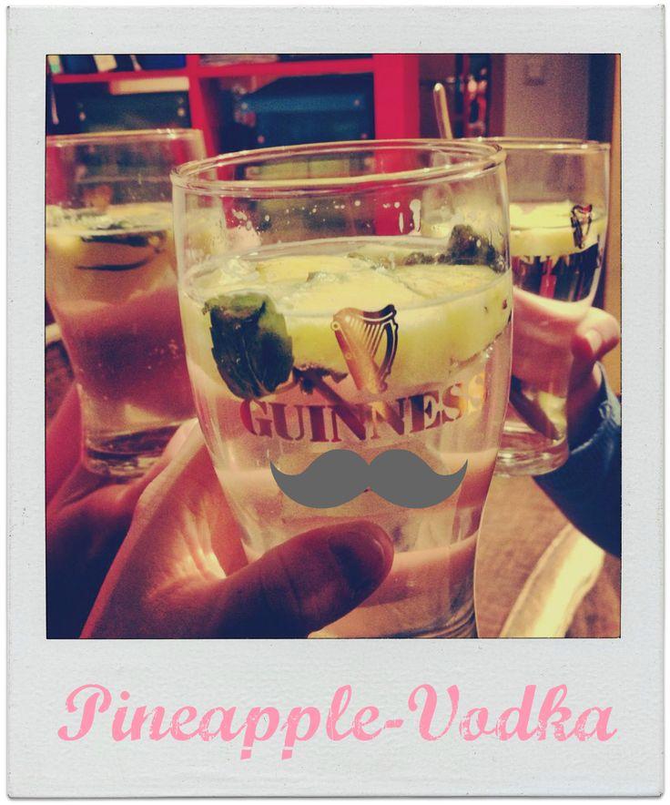 Swimming Pineapple: Pineapple Vodka // Ananas-Wodka