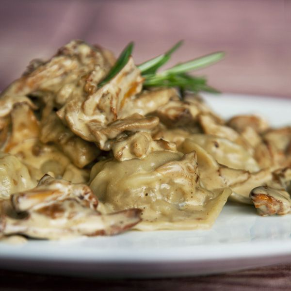 raviolis canard confit sauce forestiere au romarin150pp