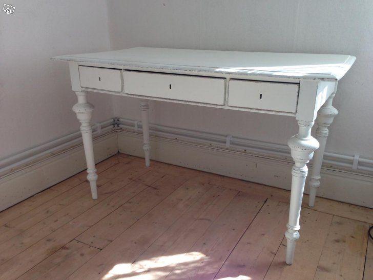 Fint gammalt vitt skrivbord