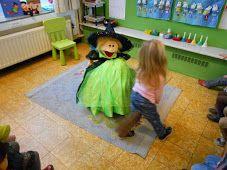 1KM dansje met de bezemsteel rond Hekje Mimi