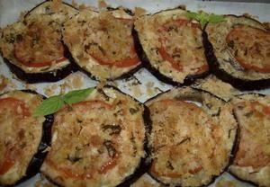 Zapečený lilek 3 Místo pečiva použij hrašku, rajčata nahraď také, nebo vynechej.
