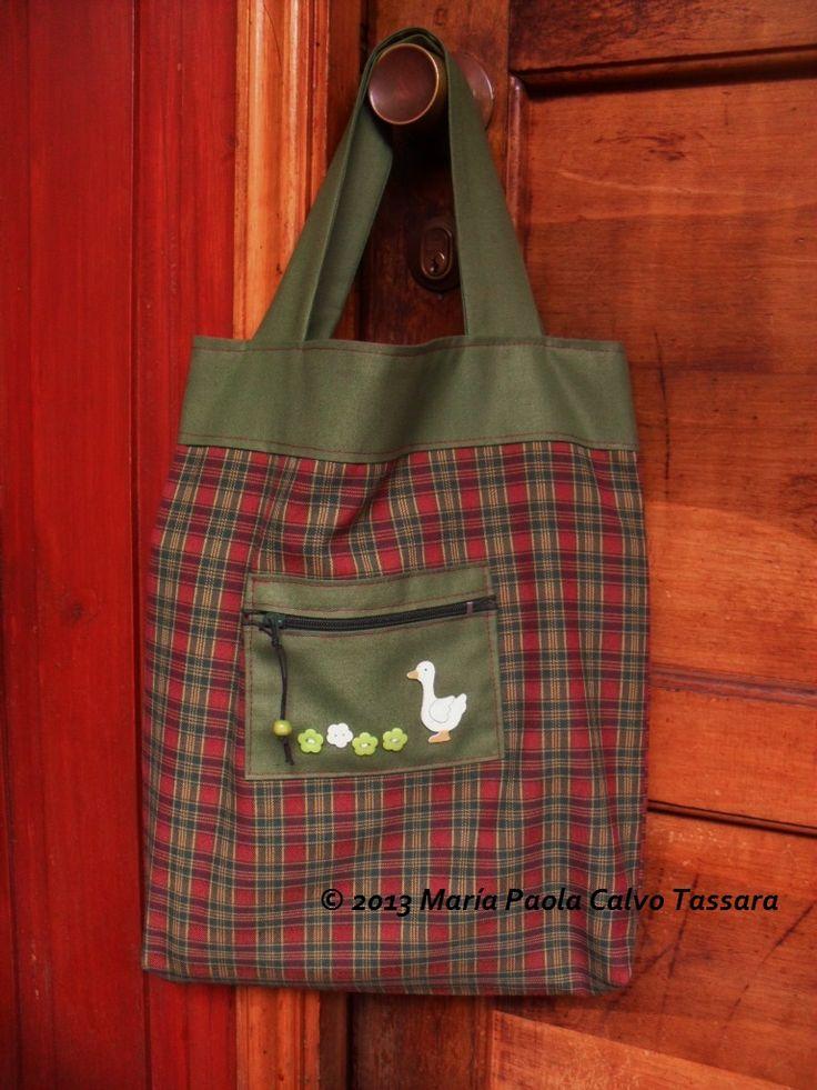 Práctica bolsa de compras e ideal para el pan debido a la tela de algodón y unido a ella un bolsillo  para llevar el dinero, las llaves de la casa, el celular o todas las anteriores.