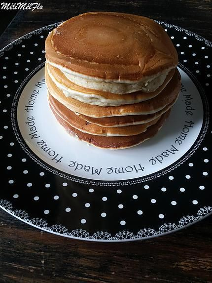 La meilleure recette de Pancakes de Cyril Lignac! L'essayer, c'est l'adopter! 5.0/5 (2 votes), 2 Commentaires. Ingrédients: 2 oeufs 50 g de beurre demi sel, ou 50 g de beurre et 1 pincée de sel 35 cl de lait 300 g de farine ( T65 , Farine BIO en général) 50 g de sucre en poudre ( j'en ai mis 70 g) 2 sachets de levure chimique Huile neutre