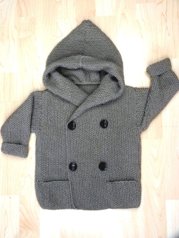 **tolle, kuschelige zweireihige Jacke im CabanStyle**  **mit großer Kapuze und 4 Holzknöpfen zum Schließen**  **gestrickt aus reinem Naturgarn**  **50 % MerinoSchurwolle, 25 % BabyAlpaca, 25...