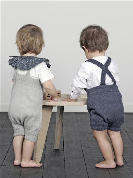 1504: Design 2 og 11 Kortbukse med seler og kortbukse med smekke #strikk #knit #alpakka
