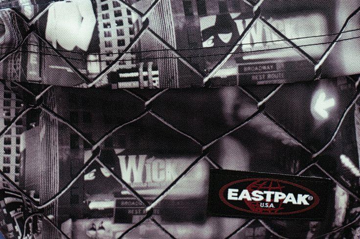 Eastpak Padded Pak'R Stop Here  Prezzo: € 50,00 Acquista online: http://www.aw-lab.com/shop/marche/eastpak/eastpak-padded-pak-r-9990033