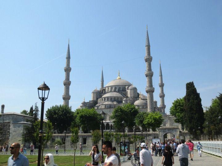 Onko yksinmatkustava nainen turvassa Turkissa? Lue lisää http://marimente.pallontallaajat.net/2014/07/27/yksinmatkustavana-naisena-turkissa/