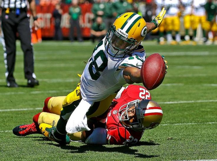 Green Bay Packers wide receiver Randall Cobb stretches the ball to score on a five-yard touchdown reception past San Francisco 49ers cornerback Carlos Rogers in San Francisco. (Marcio Jose Sanchez/AP)