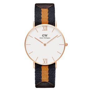 Daniel Wellington horloge. Dit Grace Selwyn 0554DW horloge heeft een ultra dunne horlogekast met hierin een betrouwbaar quartz uurwerk. Daniel Wellington horloges zijn helemaal de trend van dit moment en makkelijk te combineren met uw dagelijkse outfit. Dit Grace Selwyn horloge heeft een nylon gecombineert met leder horlogeband en een 36mm rose gouden horlogekast. Daniel Wellington horloges zijn 3atm waterdicht.  https://www.kish.nl/Daniel-Wellington-horloge-36mm-Grace-Selwyn/