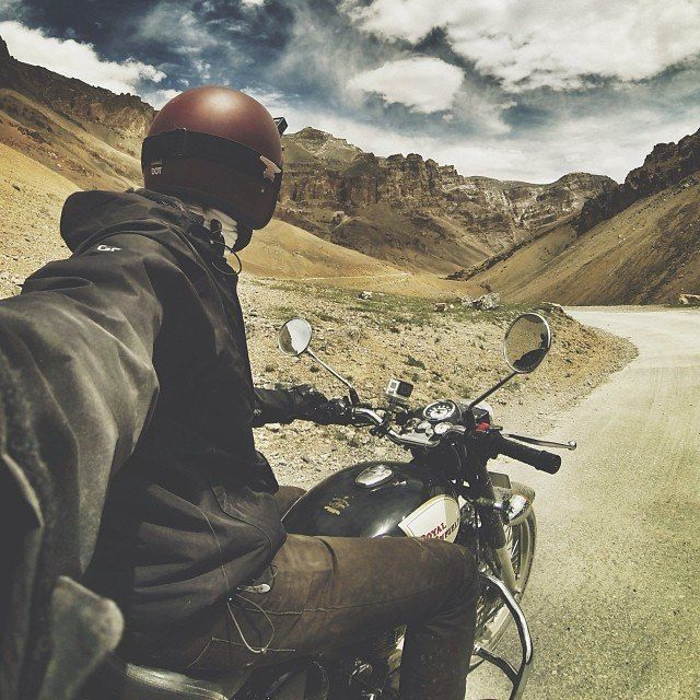 I gotta try this selfie without crashing...I'd do it leftie, man...I want to have my hand on the gas and the brakes...maybe I'm just grumpy because I think Royal Enfields are douche-y.