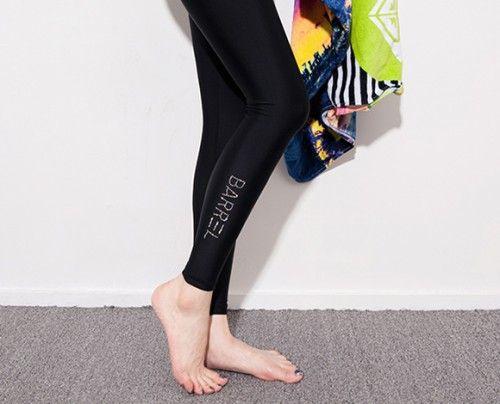Today's Hot Pick :【ラッシュガード】サイドシルバーキュービックロゴウォーターレギンス【CHUU】 http://fashionstylep.com/P0000PGX/chuukr/out シルバーのキュービックで華やかさをプラスしたウォーターレギンスです。 強烈な紫外線やケガからレッグをしっかり守ってくれる優れモノです。 ストレッチ性も高く、脚にバッチリフィットし、美ラインをメイク◎! ビーチやプールで使えるのはもちろん、運動する時にも大活躍する1枚です♪ ◆2色:ブラック/ホワイト