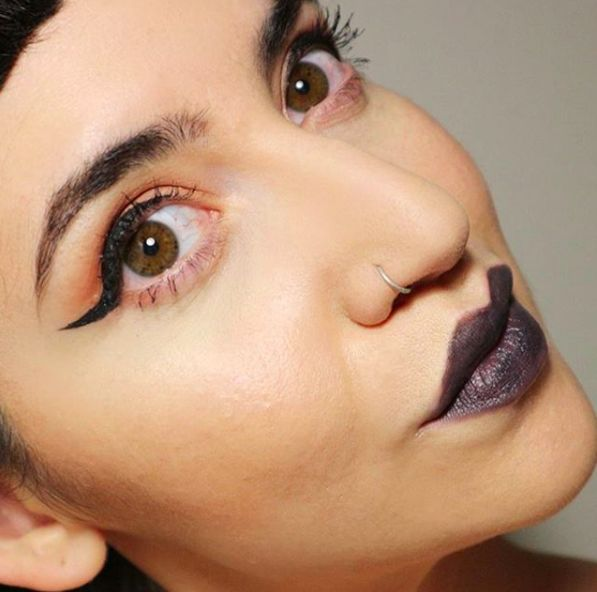 Organic makeup & green beauty. Dark lips using charcoal grey grey eyeliner from Alverde.