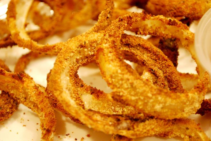 Crispy Oven Baked Onion Rings...Healthy and AMAZING!! So crispy and flavorful!  Perfect as a side dish for any meal (and so easy)