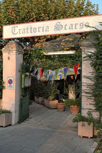 La Trattoria Scarso di Malamocco, dove si gusta del buon pesce, citata da Hugo Pratt nelle strisce di Corto Maltese