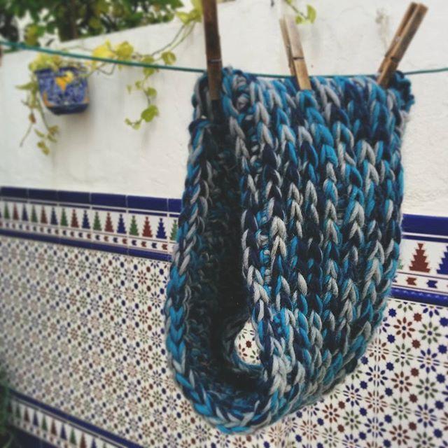 Finished up my #starrynight #crochet #cowl #instacrochet #ilovecrochet #camelstitch #dropseskimo