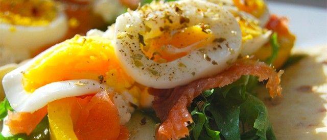 Speltlompe med egg og laks