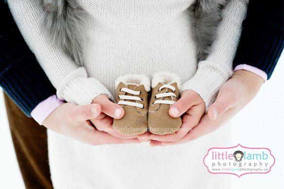 winter maternity photos #littlelambphotography