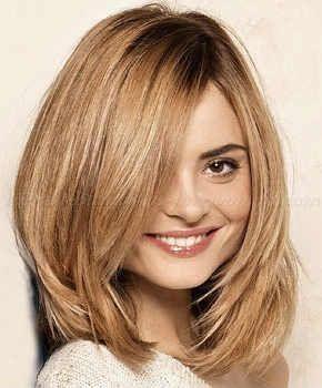 Фото стрижки каскад на средние волосы с косым пробором