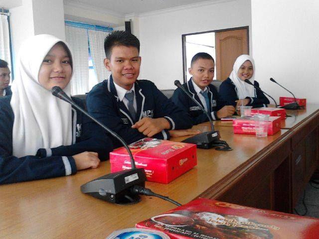 Kunjungan Politik with OSIS SMA Negeri 1 Maros di DPRD Sul-Sel